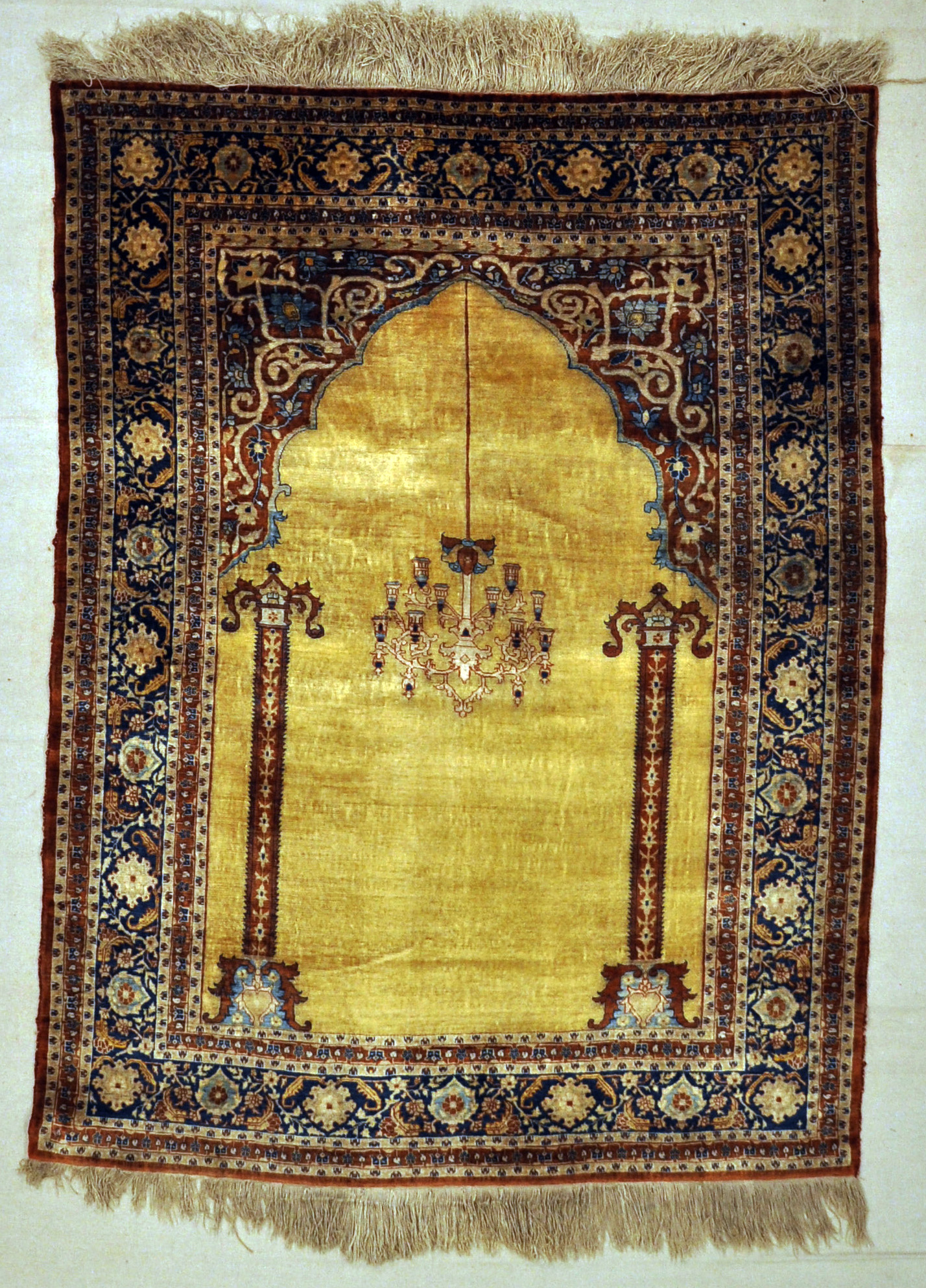 Fine Antique Silk Heriz 30036
